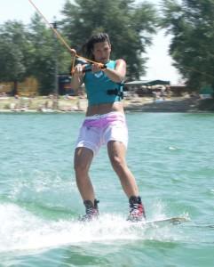 hana-robinson-wakeboard